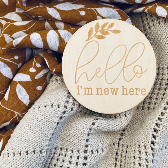 Hello I'm New Here Wooden Announcement / Milestone Plaque - Mama Kisses