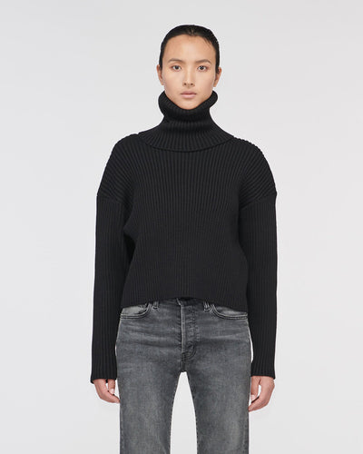 Rodeo Cropped Turtle Neck Sweater Off Black