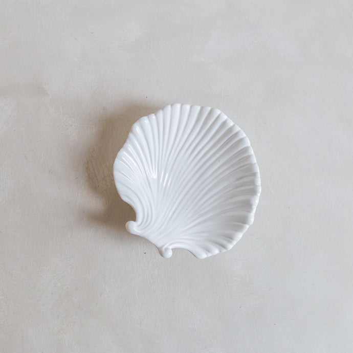 Vintage dish sea shell - porcelain