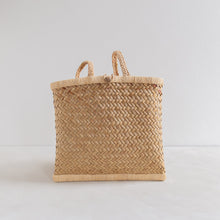 Load image into Gallery viewer, Vintage straw backpack - small