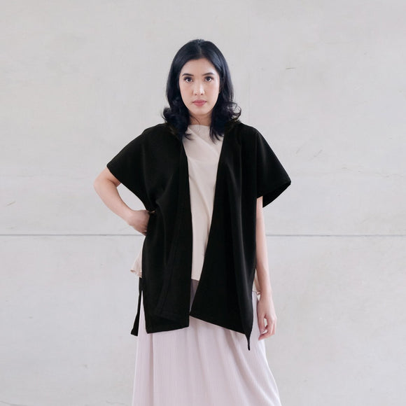 Elle Outer Black