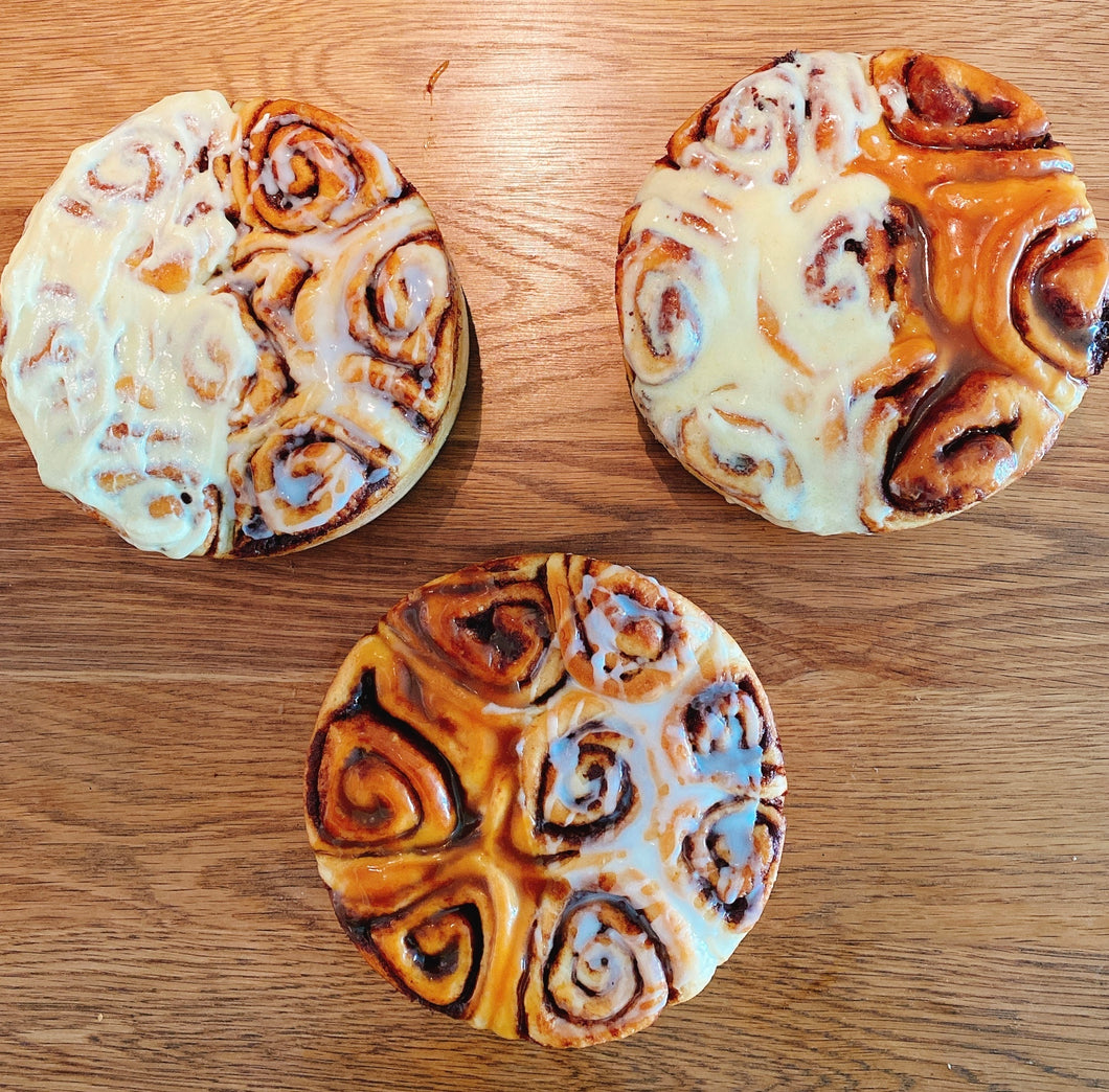 2 Face Cinnamon Roll - Choose your combination (Glaze, Cream Cheese & H. Salted Caramel)