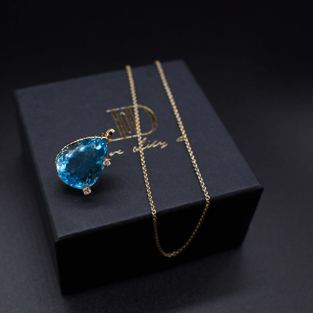 The Sierra Topaz Pendant