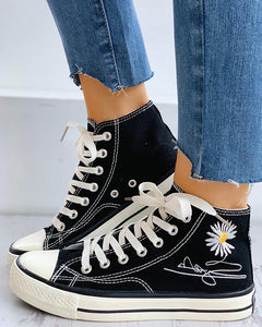 Letter Daisy Pattern Embroidery Lace-Up Casual Sneakers