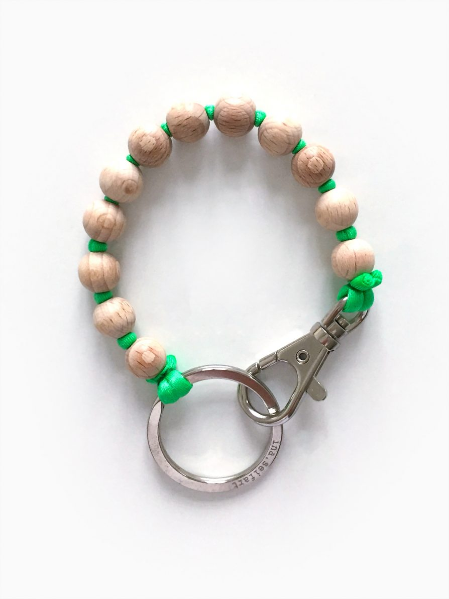 Perlen Short Keyholder in Natural with Green Thread