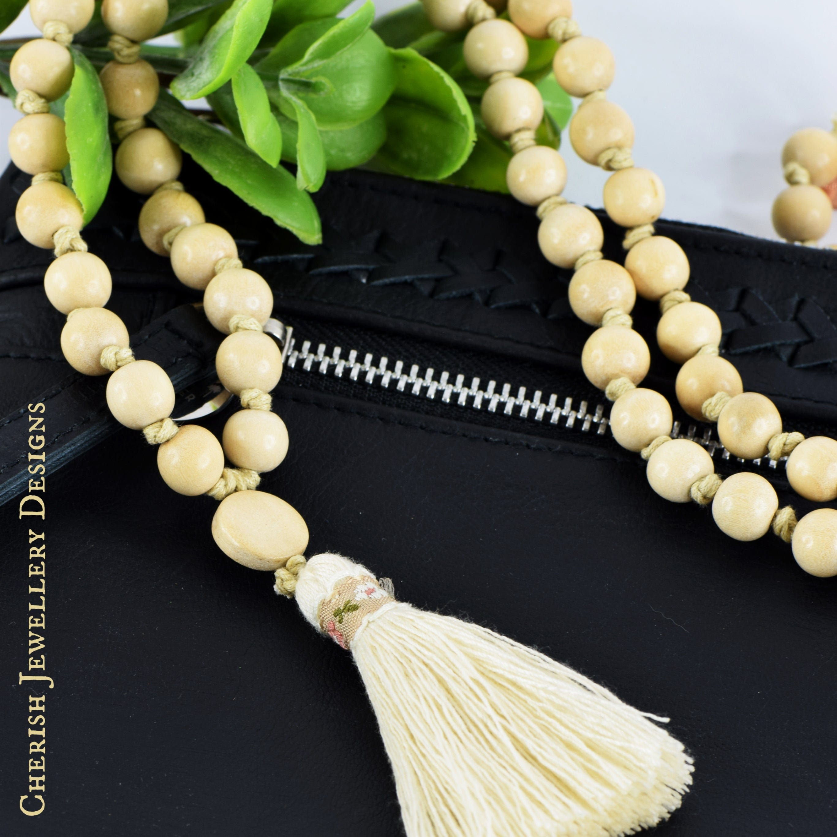 Claire Country Necklace in Natural
