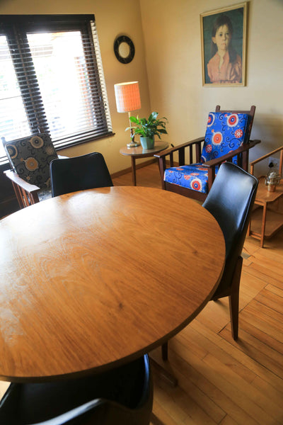 Retro Dining Table with Four Chairs