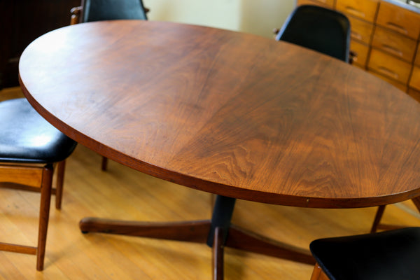 Large Round Frystark Dining Table
