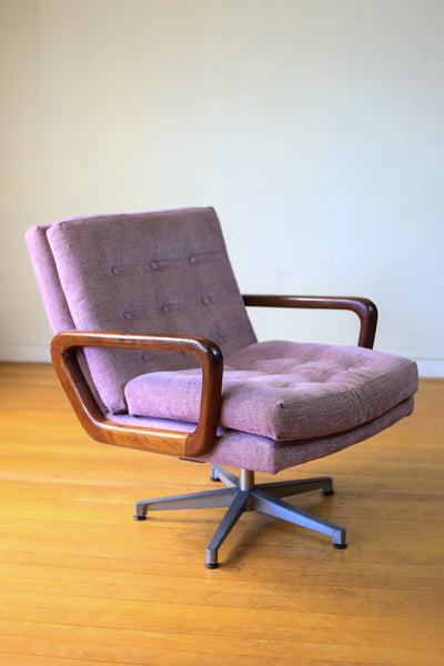Scandinavian Style Swivel Chair
