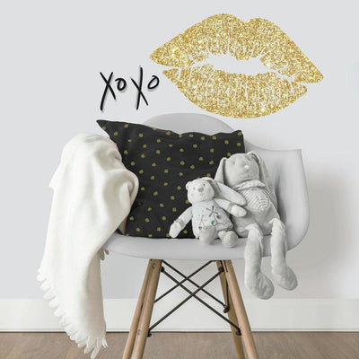 XOXO Lip Peel and Stick Wall Decals with Glitter roomset