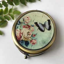 Load image into Gallery viewer, Classic Vintage Oval Butterfly Compact Mirror with Clasp - The Munro