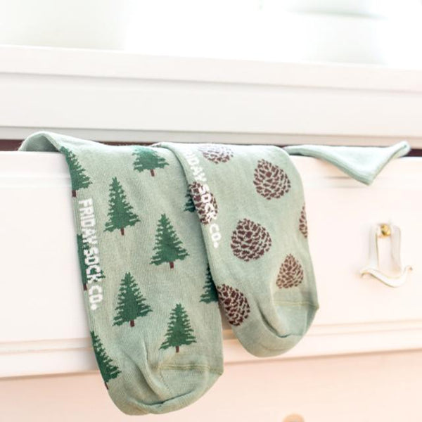 Men's Pine Tree & Pinecone Socks