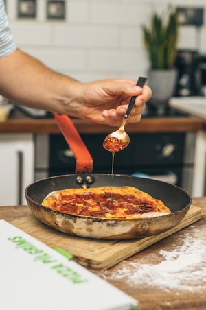 DOUBLE PEPPERONI & SPICY HONEY FRYING PAN PIZZA KIT