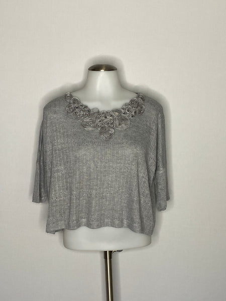h.i.p. Crop Top Blouse Flowers on Neck Line S