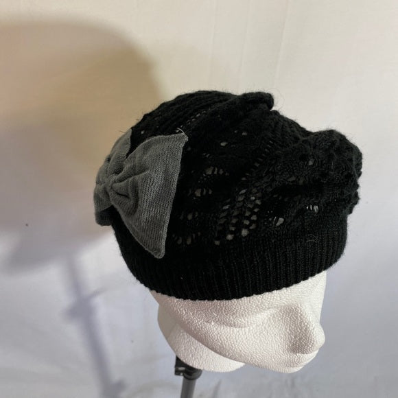 Beret Hat By D&Y Fine knit Black With Grey Bow