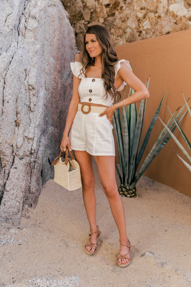 cream shorts outfit for women