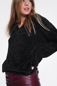 Long Sweater With Long Sleeves and V-Neck in Black