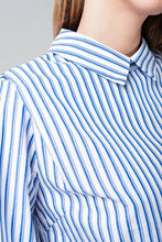 Load image into Gallery viewer, Cropped Striped Shirt in Navy