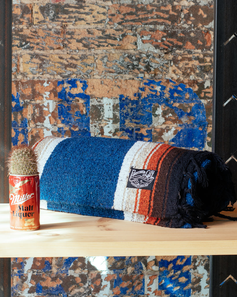 Panther City Provisions Diamond Blanket - Azul
