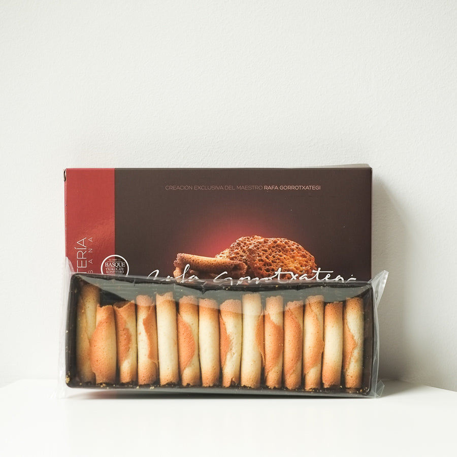 Basque butter and almond biscuits / Tejas y cigarrillos de Tolosa