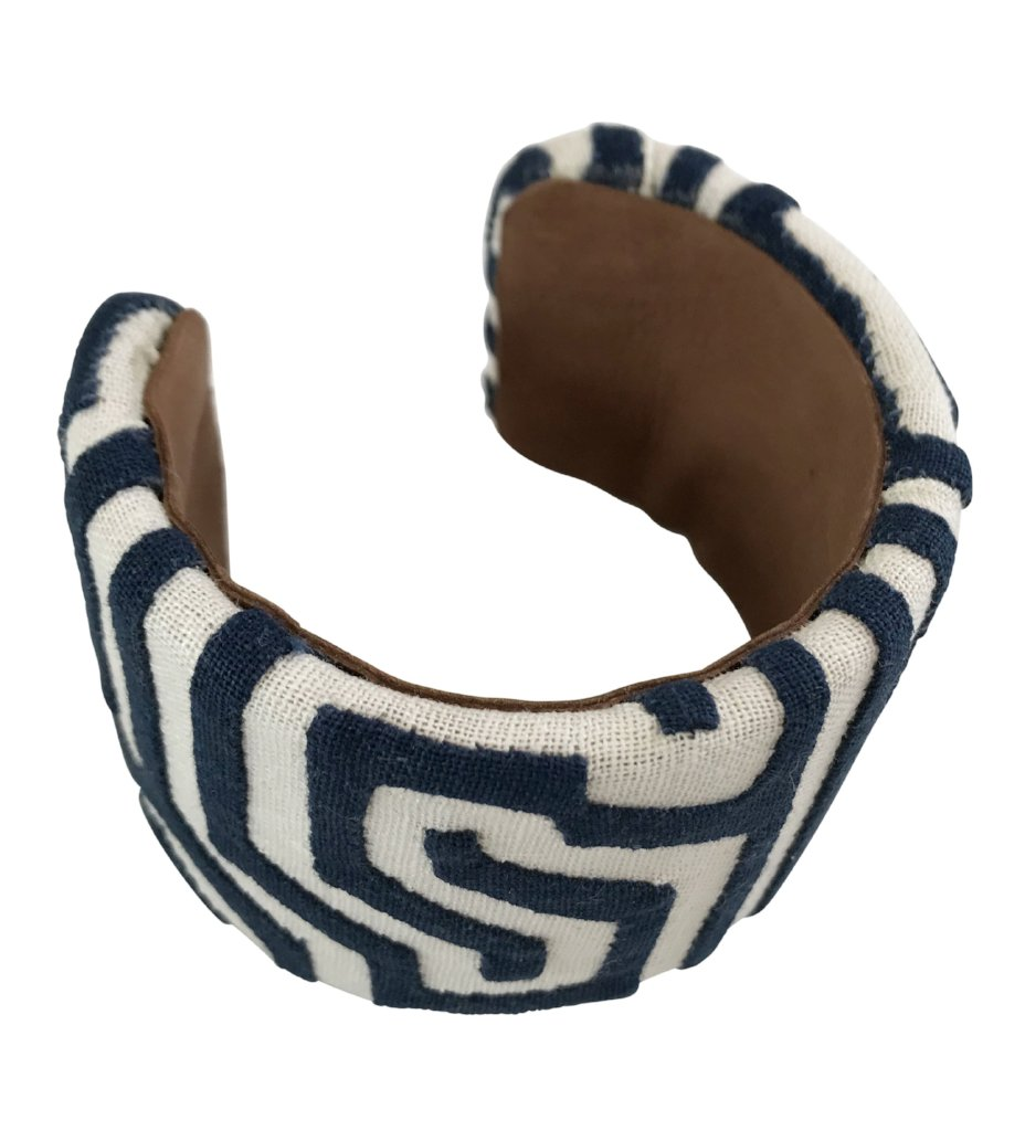 Kuna Bangle: Navy and White