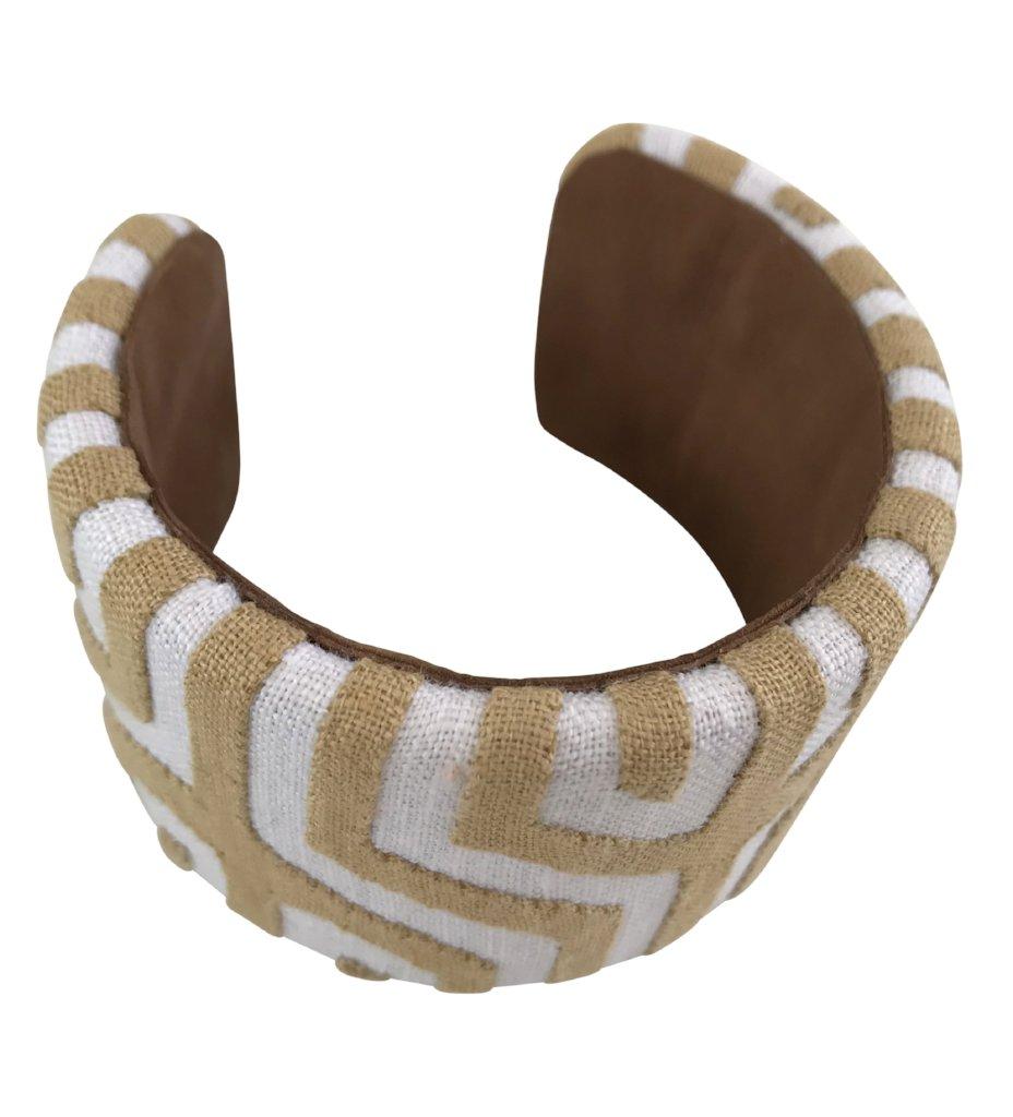 Kuna Bangle: Tan and White