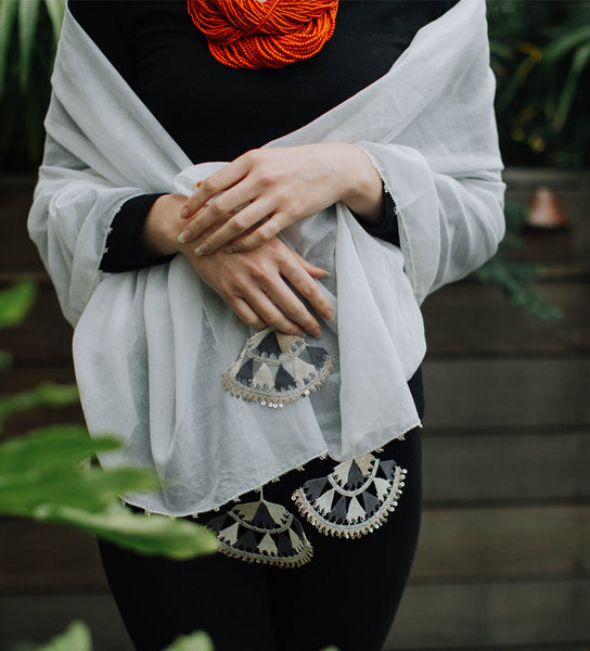Oya Decorative Shawl: Ecru and Grey