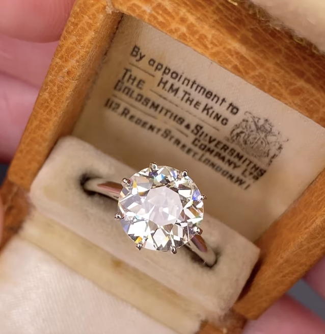 Stunning 1920s Diamond Solitaire Ring(3 carats)