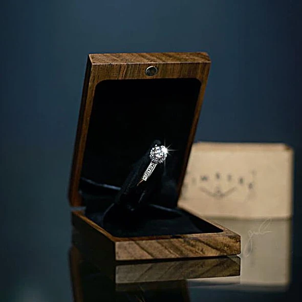 Slim engagement ring box with light up💍