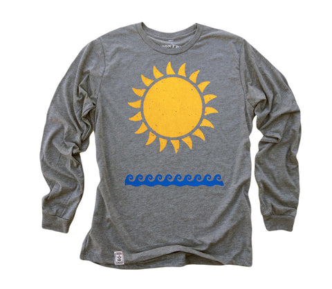 Sun & Waves: Tri-Blend Long Sleeve T-Shirt in Heather Grey