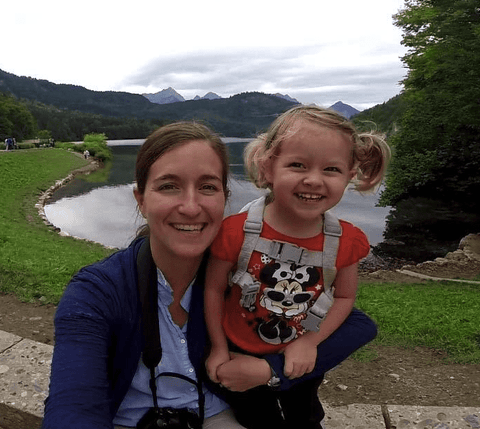 Travel blogger Lesley Carter and her daughter