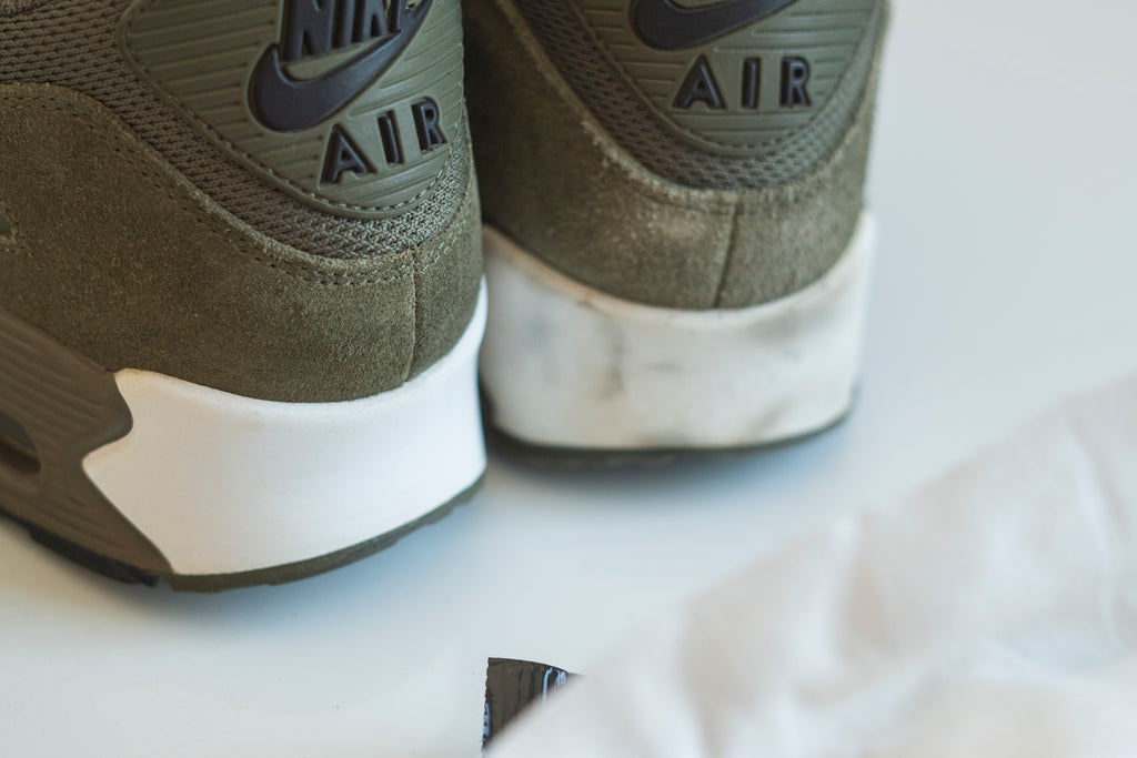 CLEAN SNEAKERS ON THE GO!
