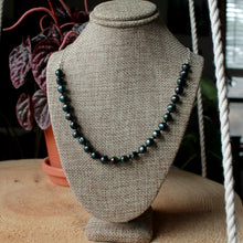 Load image into Gallery viewer, Emerald Green Pearls Rosary short necklace