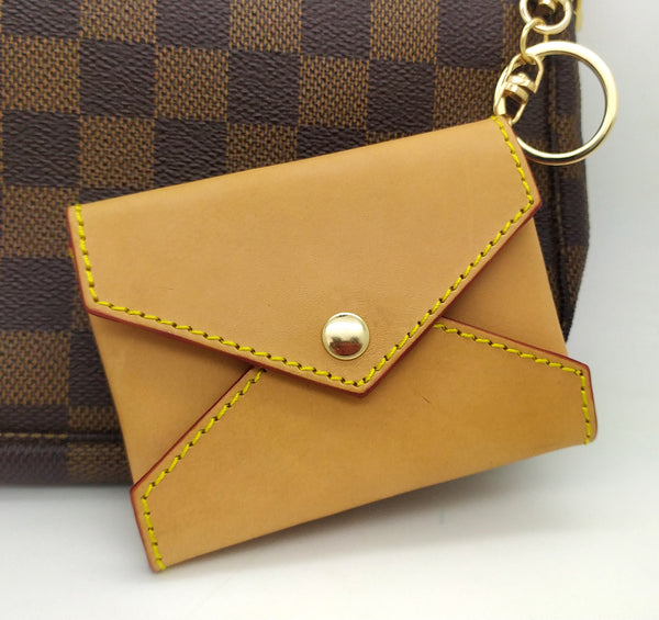 HONEY VACHETTA LEATHER MINI ENVELOPE BAG CHARM