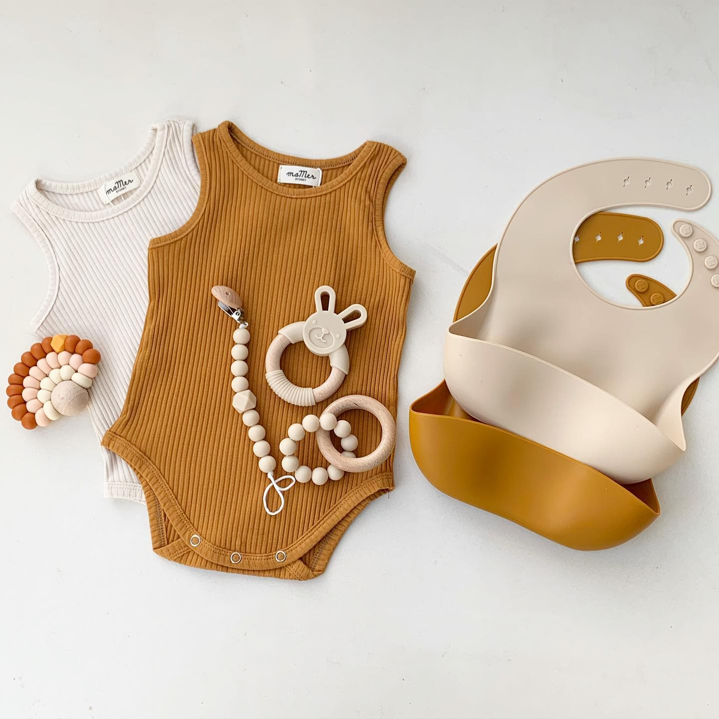 Silicone Bibs + Plate