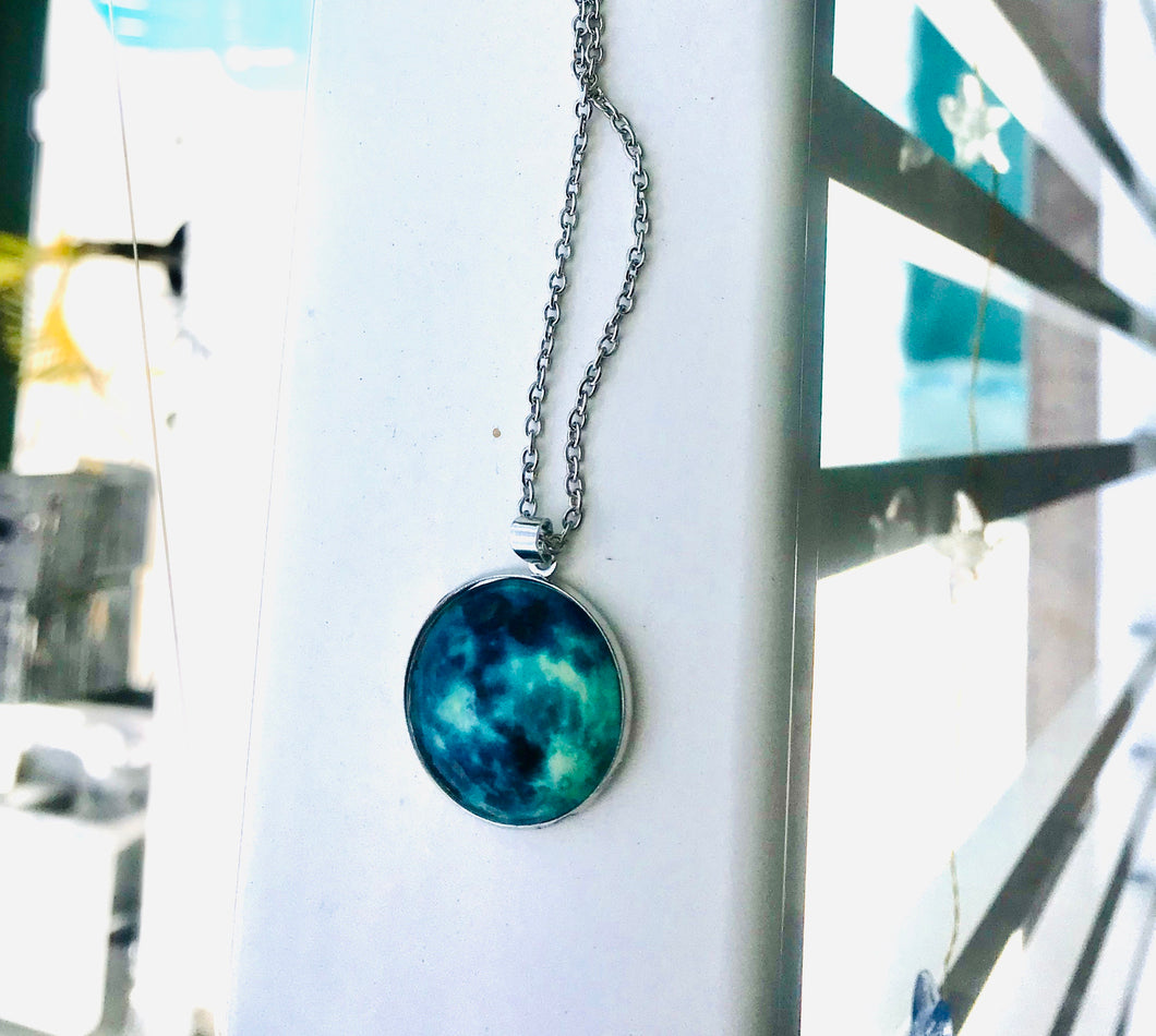 Ocean colors Round Pendant Necklace