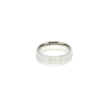ESR 5871: Olive Curved Glossy Ring w/ 2-Lined Center