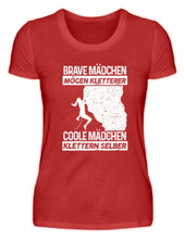 Laden Sie das Bild in den Galerie-Viewer, Damen Basic T-Shirt Red / S Klettern: Coole Mädchen klettern  - Damenshirt
