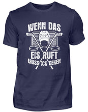 Laden Sie das Bild in den Galerie-Viewer, Herren Basic T-Shirt Navy / S Eishockey: Das Eis ruft  - Herren Shirt (4330462347316)