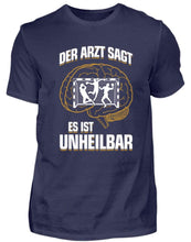 Laden Sie das Bild in den Galerie-Viewer, Herren Basic T-Shirt Navy / S Handball: ...es ist unheilbar  - Herren Shirt (4337377771572)