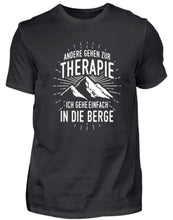 Laden Sie das Bild in den Galerie-Viewer, Herren Basic T-Shirt Black / S Wandern: Therapie? In die Berge  - Herren Shirt