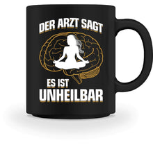 Laden Sie das Bild in den Galerie-Viewer, Kaffeetasse Black / M Yoga: Es ist unheilbar  - Tasse