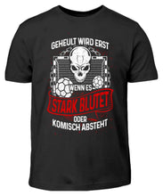Laden Sie das Bild in den Galerie-Viewer, Kinder T-Shirt Black / 3/4 (98/104) Handball: Handballer heulen nicht  - Kinder T-Shirt (4337371938868)