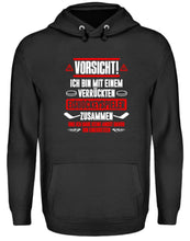Laden Sie das Bild in den Galerie-Viewer, Unisex Hoodie Jet Black / L Eishockey: Bin mit verrücktem Eishockeyspieler  - Unisex Kapuzenpullover Hoodie (4330462445620)