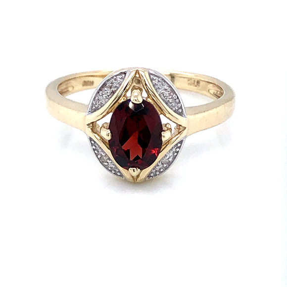 9ct  Gold Garnet & Diamond Ring