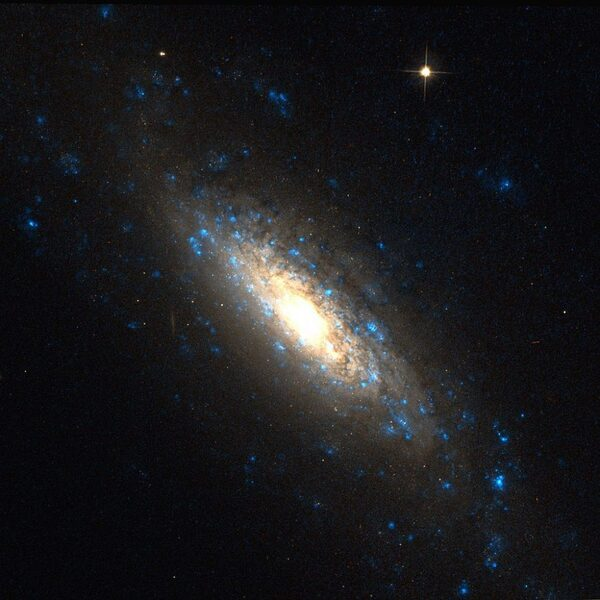 Galaxie spirale NGC 5879
