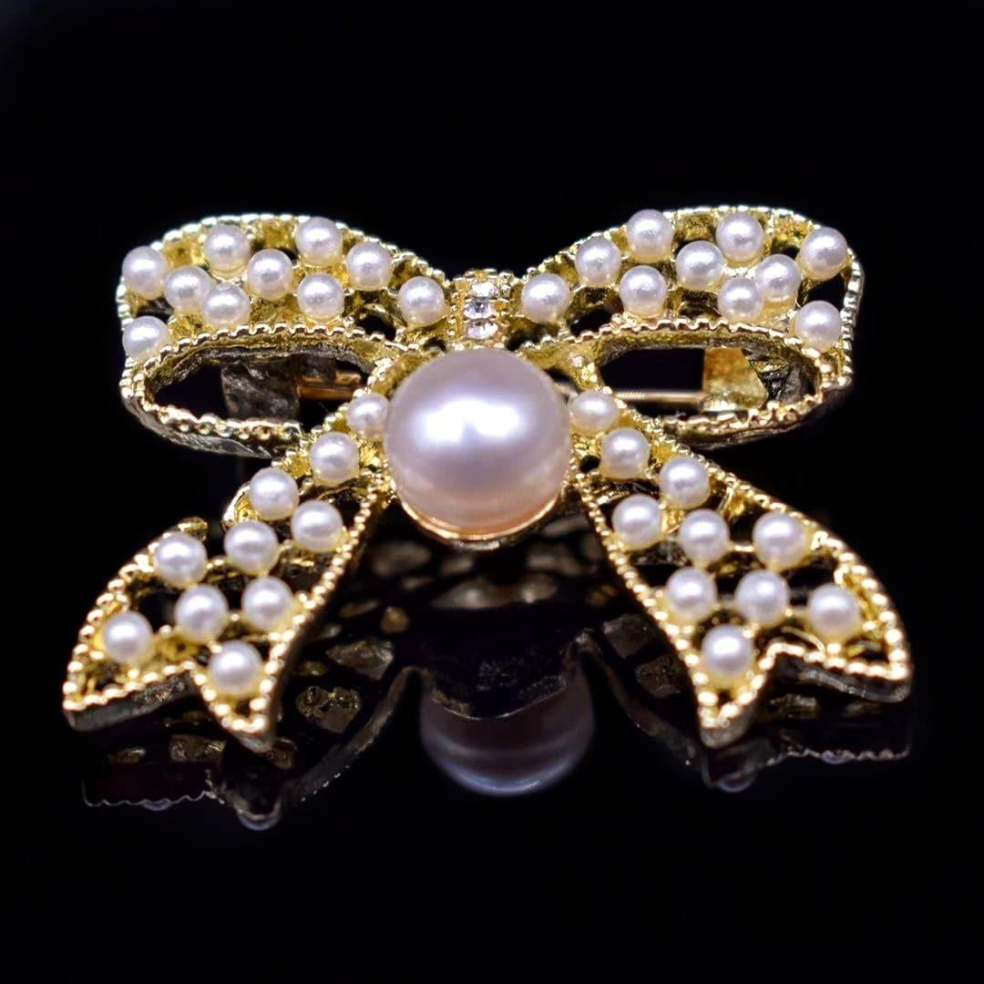 Freshwater Pearl Brooch - Arcana