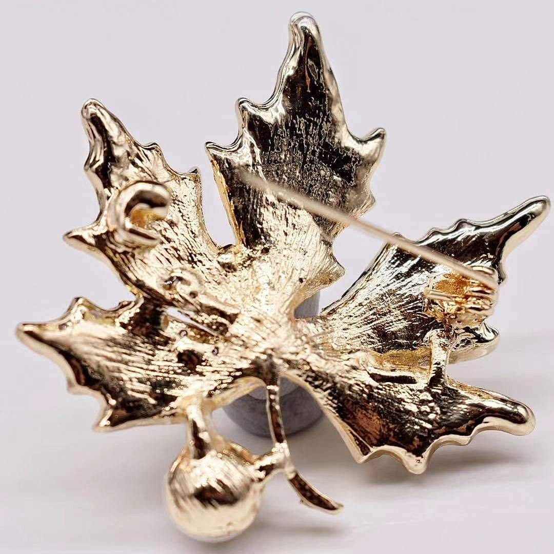 Freshwater Pearl Brooch - Maple Leaf - Akuna Pearls