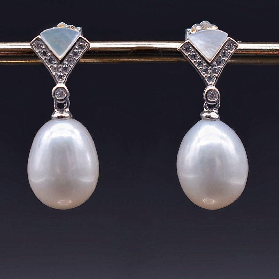 Freshwater Pearl Earrings - Shell - Akuna Pearls