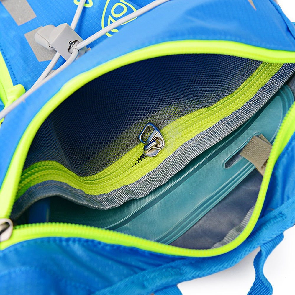 Blue 15 litre sports pack, inside view